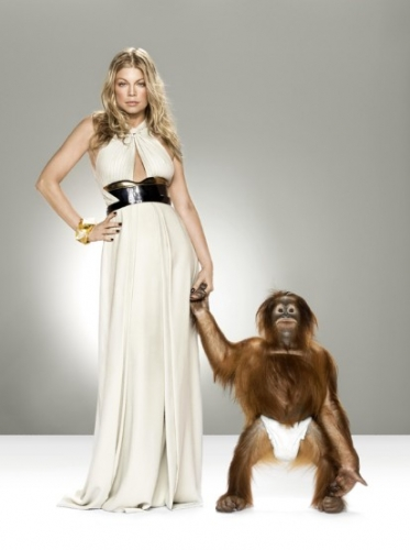 Photo fergie avec un singe Chanteur